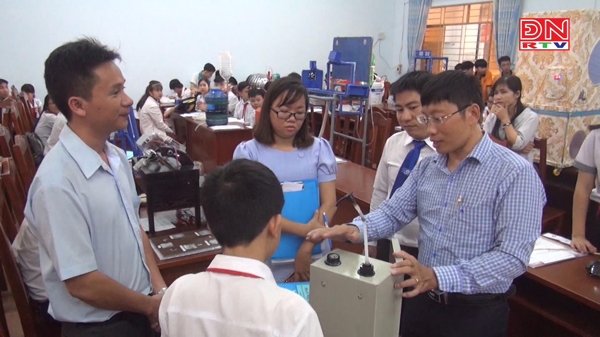 Tặng quà tết cán bộ chiến sĩ và các gia đình chính sách ở huyện Côn Đảo